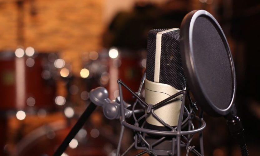 Fehler 2 beim Musik zuhause aufnehmen: Rückseite des Mikros ungünstig platziert